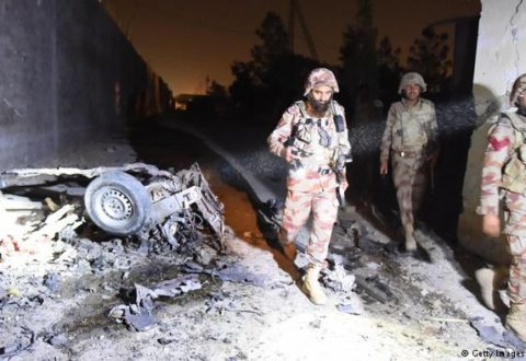حمله انتحاری به اتوبوس سپاه پاسداران در سیستان و بلوچستان دست کم بیست کشته به جا گذاشت