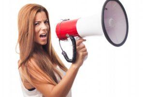 چرا صدای زنان بمتر شده است؟